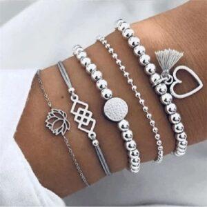 Ensemble de bracelets perlés